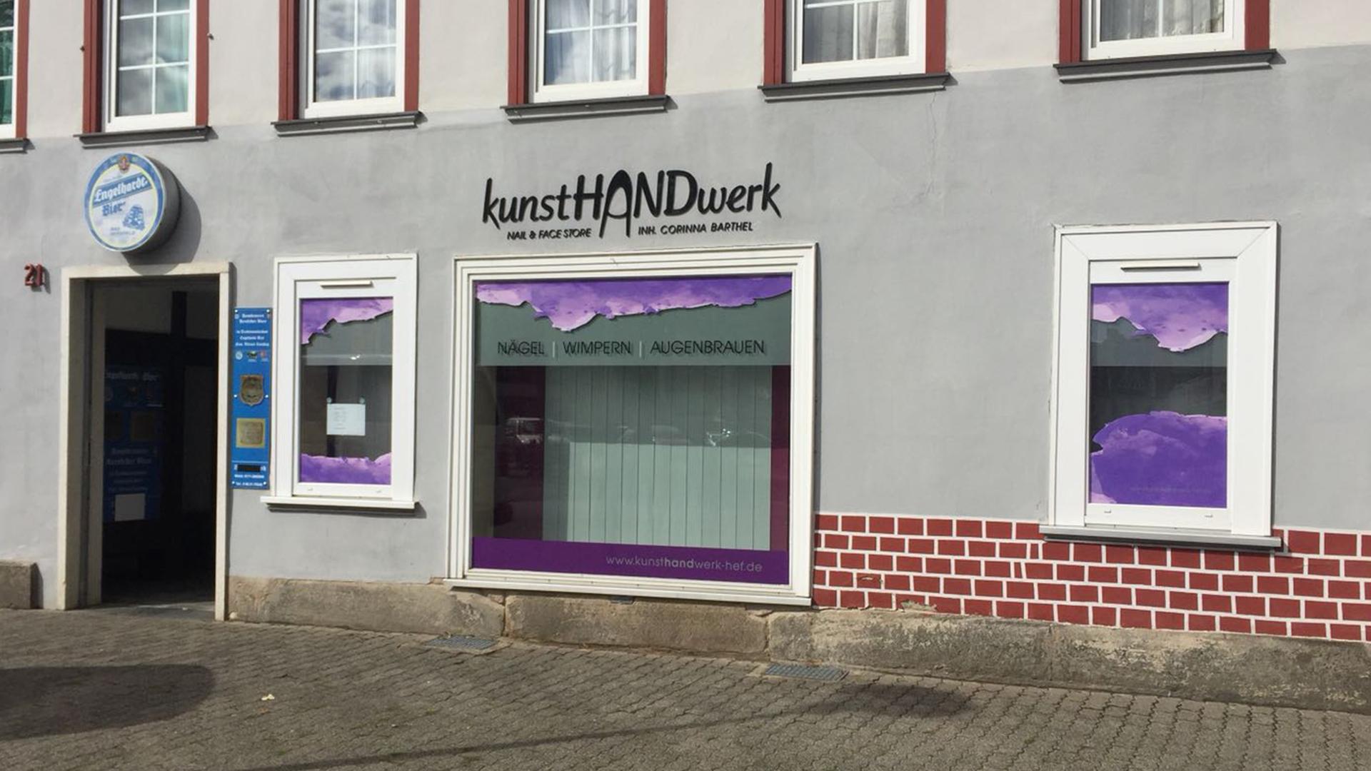 Schaufenstergestaltung für den kunstHANDwerk Nail&Face Store