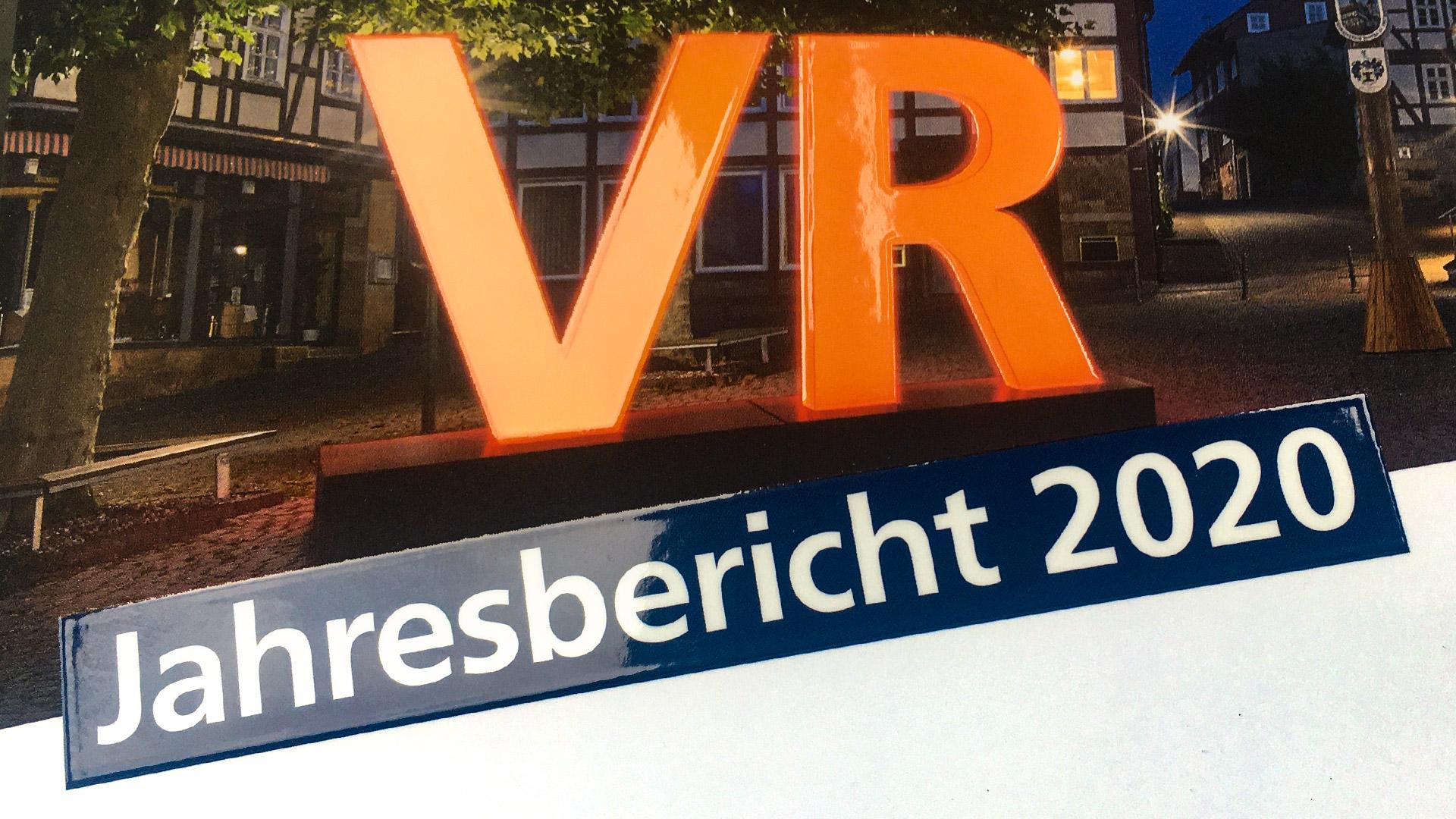 Zahlen, Daten & Fakten ansprechend verpackt – der VR-Jahresbericht 2020